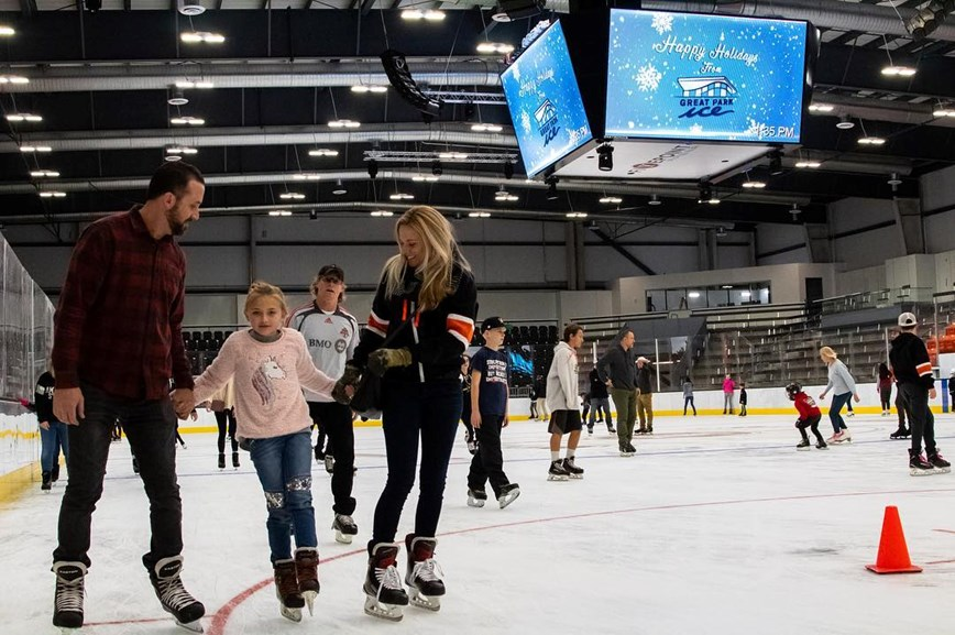 Enjoy the ice with your family!